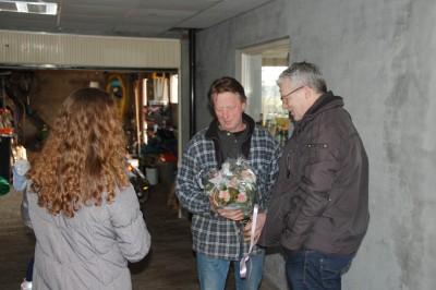 Het CDA deelt Valentijnsbloemen