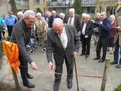 Dhr. W. Holshorst opent eigen laan bij 't Dijkhuis.