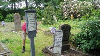 Beschadigde graven hersteld