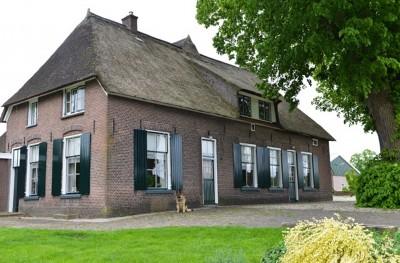 Deze monumentale boerderij, waar rond 1600 de eerste in 't Hof neerstreek, staat op Tweede Pinksterdag in een nieuw daglicht.